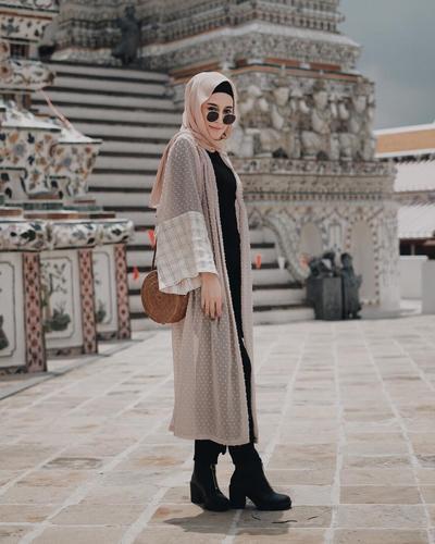 Beberapa Tampilan Inspirasi dengan Long Outerwear Khusus untuk Para Hijabers!