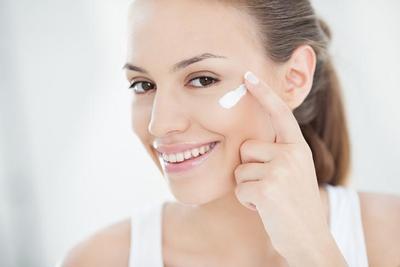 Ingin terlihat Super Natural ke Kampus? Inilah Tips No Make Up Make Up Look yang Bisa Kamu Coba!
