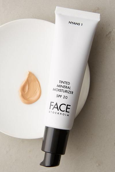Inilah Deretan Produk Makeup yang Bisa Kamu Pakai ke Sekolah!