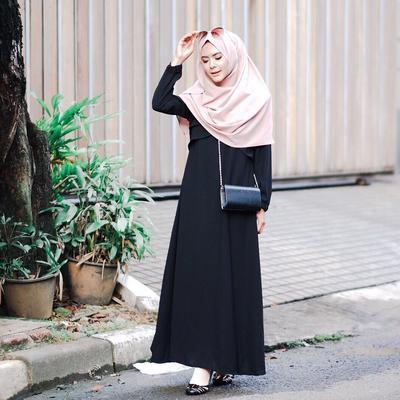 Pilihan Model Dress Kasual yang Bisa Dipakai Hijabers untuk Hangout ke Mall Tanpa Ribet