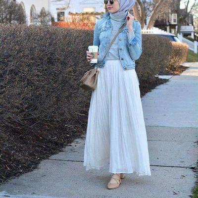 Tampil Modis dengan Style Hijab Casual? Ini Padu Padan Jaket Jeans yang Boleh Dicoba