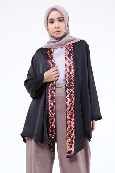 Inspirasi Model Kimono Motif Kekinian Untuk Style Hijab Casual yang Feminine