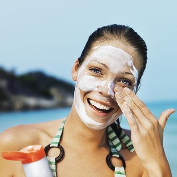 Mitos:Sunscreen nggak perlu dipakai setiap hari karena terlalu berat bagi kulit berminyak