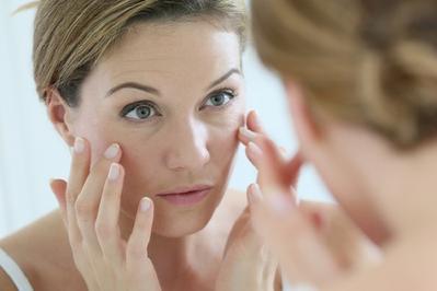 Mitos: Kulit berminyak akan bebas dari munculnya tanda penuaan