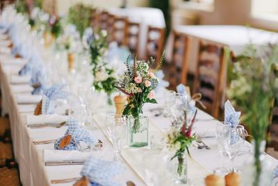 Melakukan Pernikahan di Gedung, Rumah, atau Outdoor? Coba Pertimbangkan Dulu Hal-hal Ini!