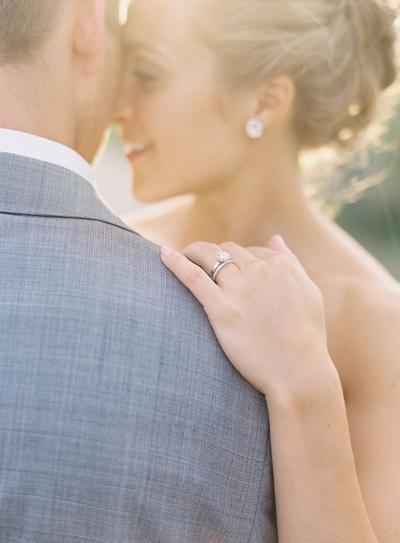 Ternyata Ini Toh Alasan Kenapa Cincin Pernikahan Dipakai di Jari Manis, Bukan di Jari Lainnya!