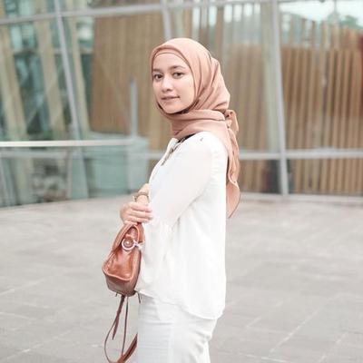 Dari Pashmina Hingga Segiempat, Ini Trik Memakai Hijab untuk Wanita Berdahi Lebar Agar Tersamarkan