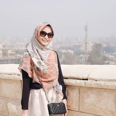 Ini Tutorial Hijab Kasual yang Menutup Dada dan Cocok Dipakai Kuliah Karena Terlihat Santai