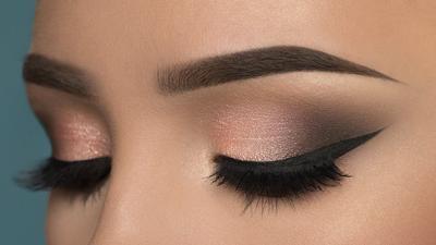 Aplikasikan Smokey Eye dengan Warna Eyehadow dengan tepat