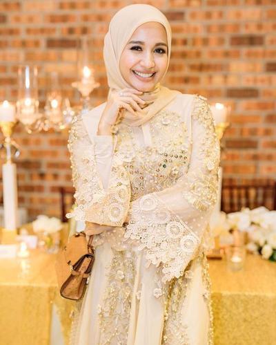 Meskipun Sederhana, Gaya Hijab Laudya Cynthia Bella Saat Acara Formal Ini Anggun Banget