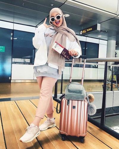 Nyaman dan Fashionable, Padu Padan Style Hijab untuk Gaya Traveling Ini Wajib Kamu Coba