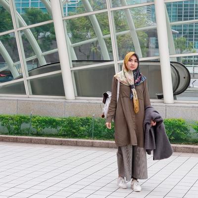 Masih Hits Hingga Kini, Padukan Celana Kulot dengan Model Tunik Seperti Ini!
