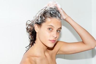 Tidak Ingin Cat Rambutmu Cepat Luntur? Yuk Lakukan 5 Tips Mudah Merawat Rambut Berwarna Ini!