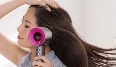 Jarak Antara Rambut dan Hair Dryer Terlalu Dekat