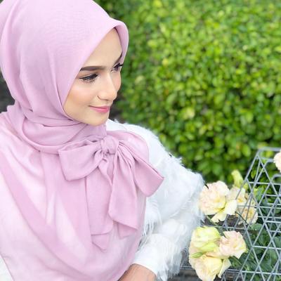 Tidak Perlu Ribet, Tutorial Ala Hijabers Malaysia Ini Bisa Bikin Kamu Terlihat Lebih Anggun!