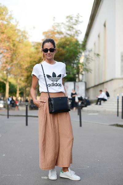 Celana Kulot dengan Kaus Oblong