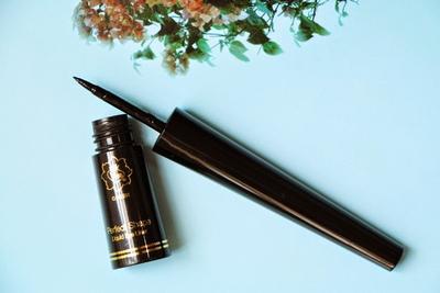 4. Viva Queen Perfect Shape Liquid Eyeliner