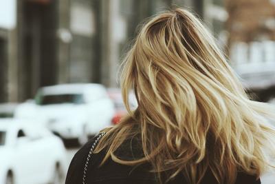 Perawatan Rambut Rumahan yang Bisa Kamu Coba di Akhir Pekan Ini, Say Hello to Shiny Hair!
