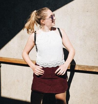 Tetap Chic, Ini Inspirasi Look dengan Skirt yang Bisa Kamu Coba!