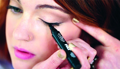 Buru-buru? Jangan Panik! Ini Dia Trik Memakai Eyeliner dengan Cepat!