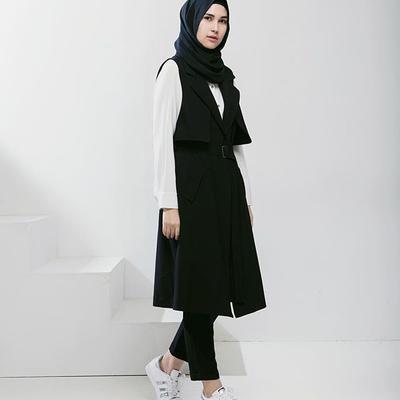Ide Smart Casual Look untuk Style Monochrome Ala Rani Hatta Ini Keren Banget!