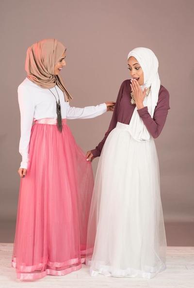 Manis dan Enggak Norak, Inspirasi Style dengan Tulle Skirt untuk Hijabers Ini Wajib Kamu Intip