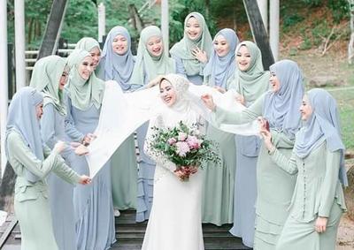 Tren Seragam Bridesmaid yang Bisa Kamu Pilih untuk Tampilan Spesial Para Hijabers di Hari Pernikahan