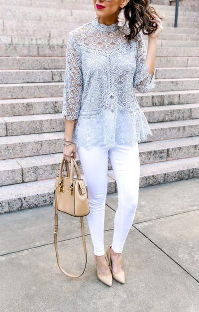 Kemeja/Blouse dengan Bahan Lace untuk Tampilan Kasual Sehari-Hari