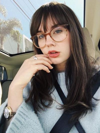 Kamu Pengguna Kacamata? Ini Dia Beberapa Inspirasi Gaya Rambut untuk Kamu!