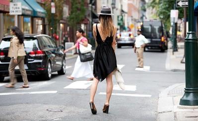 Ingin Menggunakan Dress dengan Punggung Terbuka? Ikuti Dulu Tips Ini!