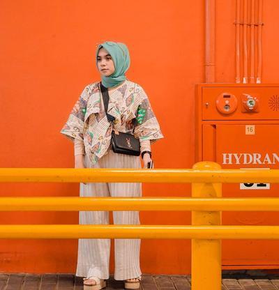 Mau Bergaya Kekinian Tanpa Lebay? Fashion Muslim Ala Nabila Tarmuzi Ini Bisa Jadi Inspirasi!