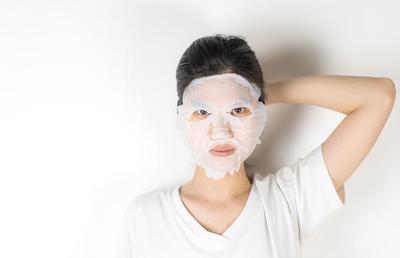 Hindari Kesalahan Memakai Sheet Mask Kalau Nggak Mau Perawatan Wajah Sia-Sia!