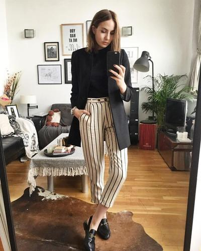 Paduan Mix and Match Outfit dengan Striped Pants untuk Lengkapi Gaya Ngampusmu!