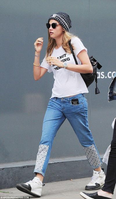 Kombinasi Antara Kaos Dan Jeans Bikin Persentasi Keren Kamu Naik Setingkat