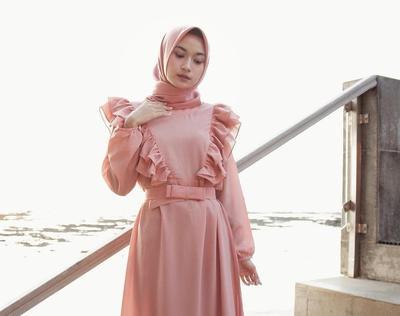Tips Memakai Ruffle Outfit untuk Hijabers Tanpa Harus Takut Terlihat Gemuk