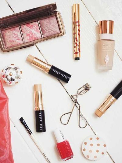 Ternyata, Ini Lho Make Up Produk yang Wajib Kamu Bawa Saat Mudik!