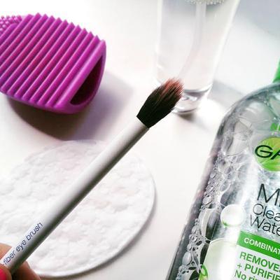 Belum Tahu Tips dan Trik Membersihkan Brush yang Efektif? Begini Caranya!