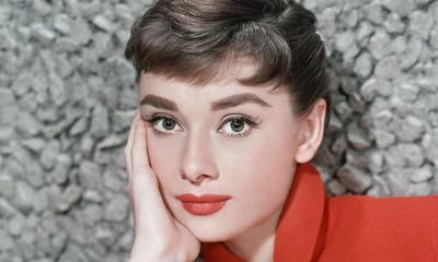 Jadi Kosmetik Andalan, Ini Dia Sejarah Lipstik yang Ternyata Sudah Ada Sebelum Masehi, Lho!