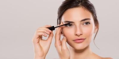Agar Eye Makeup Tidak Luntur, Begini Trik Mengatasinya ladies!