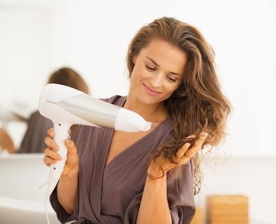 Mengecat Rambut Sendiri di Rumah? Ini Dia Tips yang Harus Kamu Perhatikan!