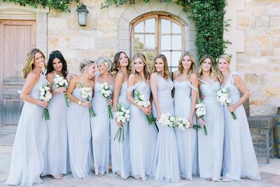 Ladies, Ini Dia Inspirasi Warna Gaun Bridesmaids Elegan untuk Pernikahan Kamu!