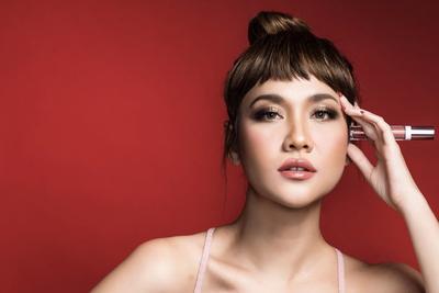 #NEWS Wow, ESQA Luncurkan Lipstik Baru Hasil Kolaborasi dengan Artis Cantik Ini! Wajib Punya, Nih!
