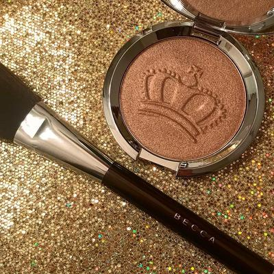 #NEWS Coba Becca Shimmering Skin Perfector Highlighter Royal Glow untuk Rasakan Suasana Royal Wedding!