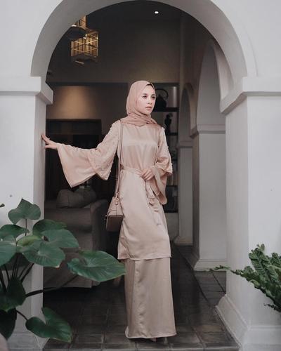 Yuk, Tampil Simpel dengan Padu Padan Tunik untuk Style Kondangan Cantikmu