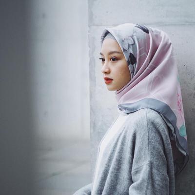 Simpel dan Praktis, Style Hijab untuk Hijabers Berpipi Chubby Ala Gita Savitri Ini Wajib Kamu Coba