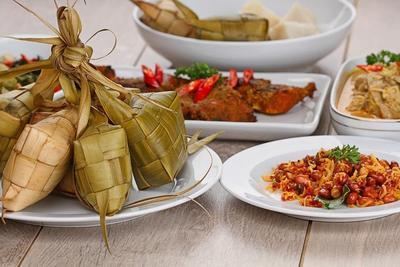 #FORUM Rekomendasi Ketupat + Opor Ayam yang Buka Saat Lebaran