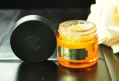 #NEWS Hilangkan Mata Panda dengan The Body Shop Oils of Life Eye Cream Gel