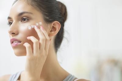 #FORUM Sebenarnya Perlu Enggak Sih Pakai Sunscreen Setiap Waktu?