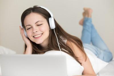 #FORUM Tanya dong, apakah memakai headset setiap hari berbahaya?