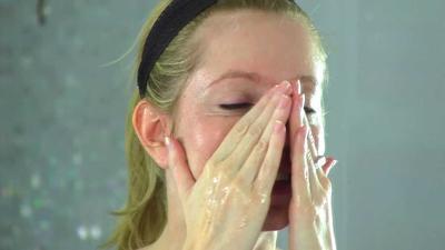 Sebelum Beli, Intip Review MINISO Cleansing Oil Ini Dulu Yuk!